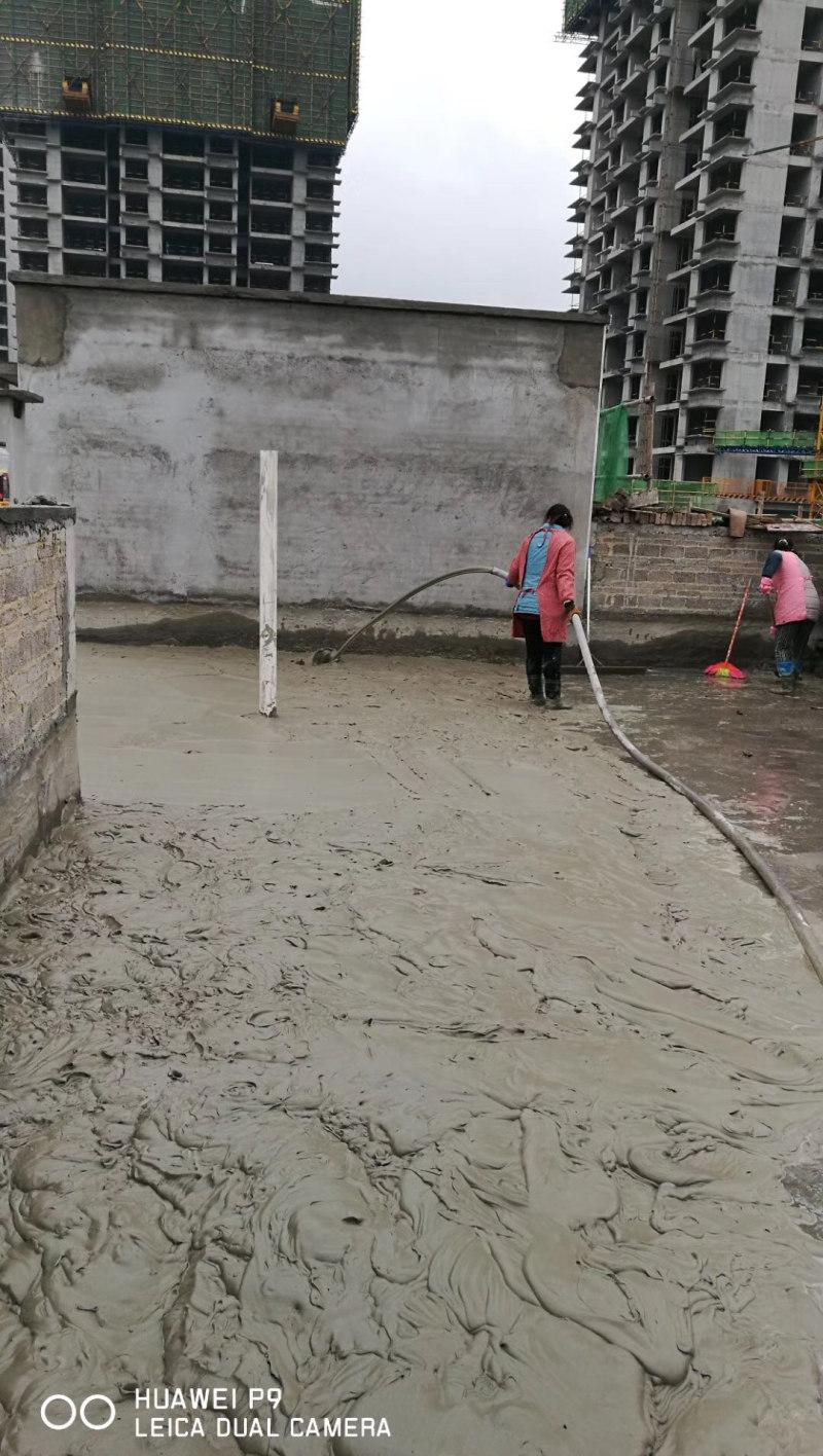 轻质混凝土浇筑现场