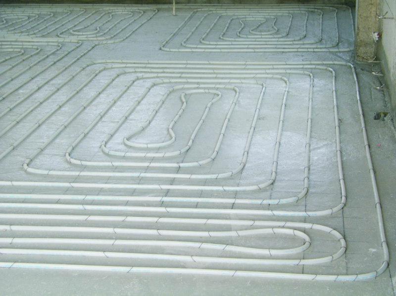 地暖绝热层铺管